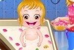 Baby Hazel nimmt ein Bad